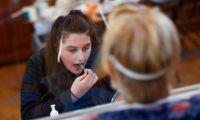 Πώς θα γίνονται τα self test στους μαθητές - Τι θα κάνουν σε περίπτωση θετικού δείγματος